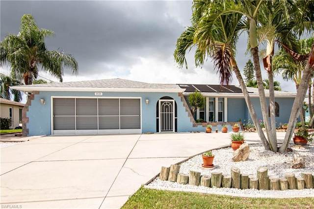 1121 SE 29th Terrace, Cape Coral, FL 33904 (MLS #220034603) :: Clausen Properties, Inc.