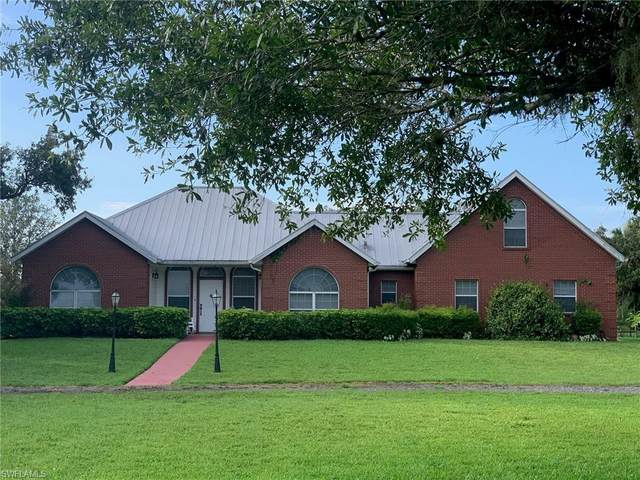 1752 Frontier Circle, Labelle, FL 33935 (MLS #220037054) :: Clausen Properties, Inc.