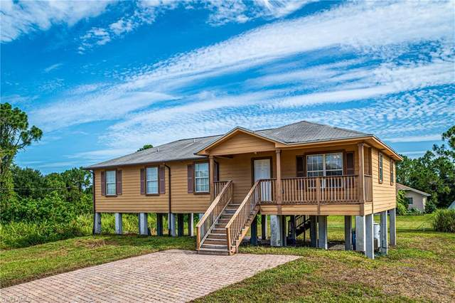 4212 35th Street SW, Lehigh Acres, FL 33976 (MLS #220040103) :: #1 Real Estate Services