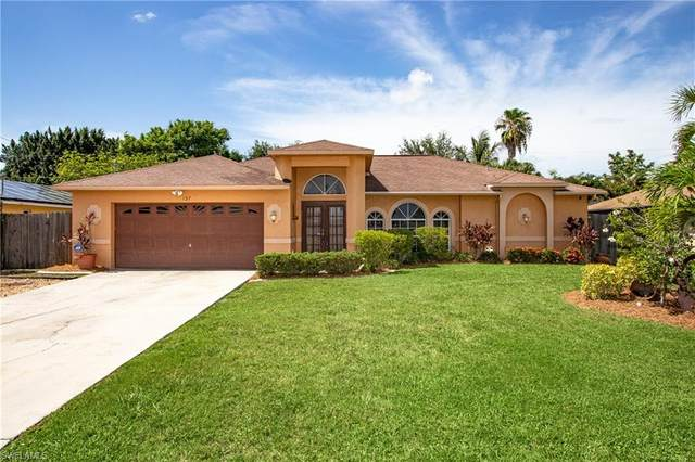 137 SE 27th Terrace, Cape Coral, FL 33904 (MLS #220042268) :: Palm Paradise Real Estate