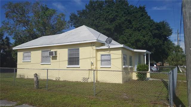 2996 Douglas Avenue, Fort Myers, FL 33916 (MLS #220045561) :: Domain Realty