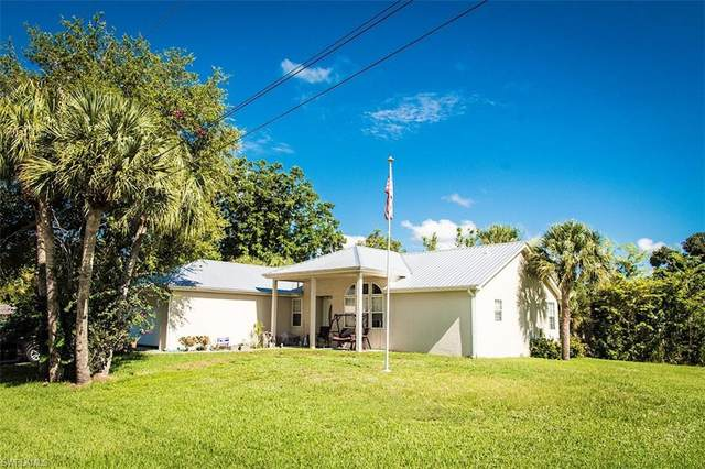400 5th Avenue, Labelle, FL 33935 (#220049452) :: The Michelle Thomas Team