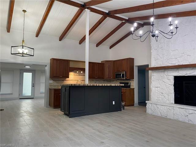 2323 Parkview Drive, Fort Myers, FL 33905 (#220052134) :: Caine Premier Properties