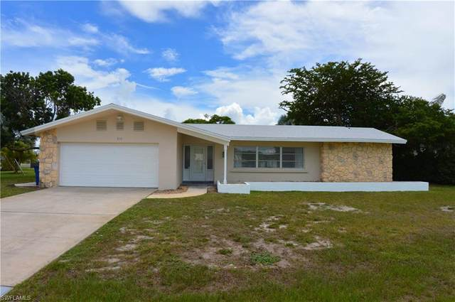 210 Redfish Road, Fort Myers Beach, FL 33931 (#220052194) :: The Michelle Thomas Team
