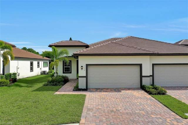 1152 S Town And River Drive, Fort Myers, FL 33919 (MLS #220055132) :: Florida Homestar Team