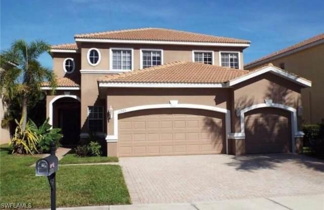 11521 Centaur Way, Lehigh Acres, FL 33971 (#220058310) :: The Dellatorè Real Estate Group