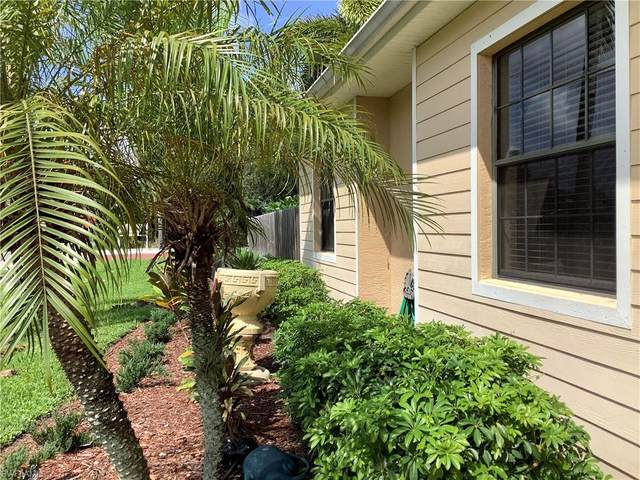 921 Shaddelee Lane E, Fort Myers, FL 33919 (#220058888) :: The Dellatorè Real Estate Group