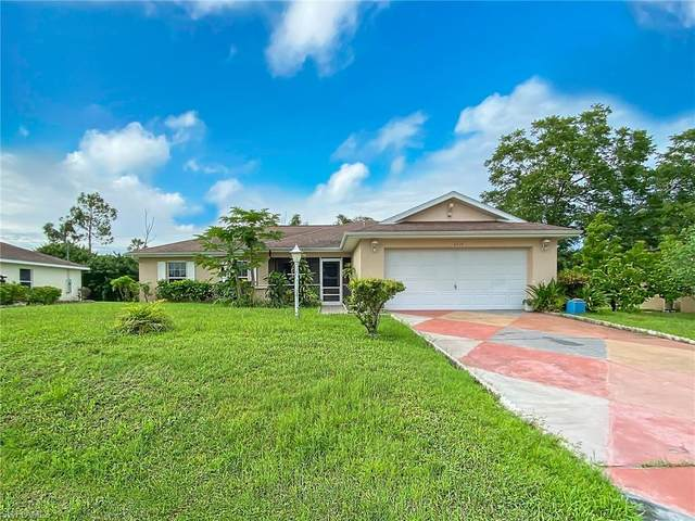 4219 4th Street, Lehigh Acres, FL 33971 (#220058935) :: The Dellatorè Real Estate Group