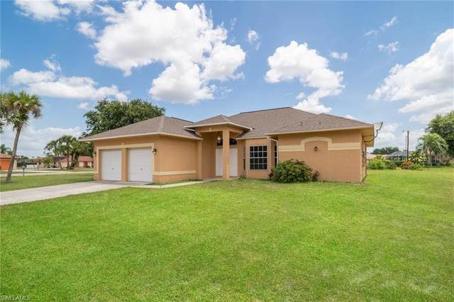 1641 Country Club Parkway, Lehigh Acres, FL 33936 (#220059261) :: Caine Premier Properties