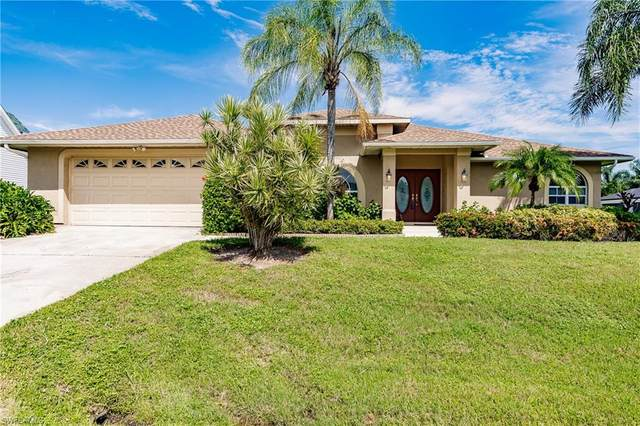 8810 Woodgate Drive, Fort Myers, FL 33908 (#220059289) :: The Dellatorè Real Estate Group