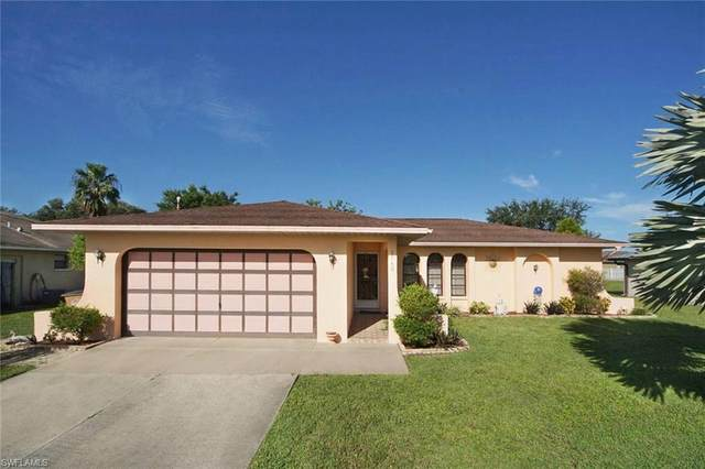 1940 Country Club Boulevard, Cape Coral, FL 33990 (MLS #220060605) :: Premier Home Experts