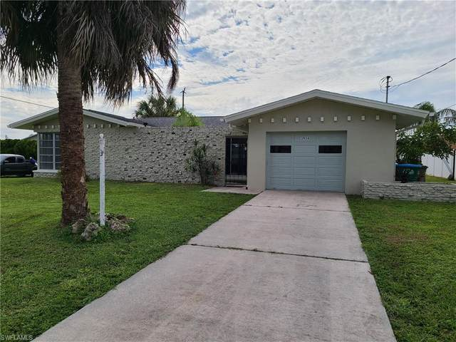 3934 Country Club Boulevard, Cape Coral, FL 33904 (#220062485) :: Caine Premier Properties