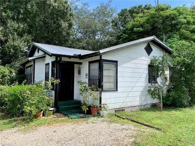 3808 Seminole Avenue, Fort Myers, FL 33916 (#220062563) :: The Dellatorè Real Estate Group