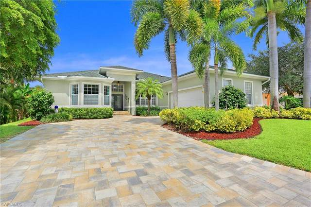 8708 S Lake Circle, Fort Myers, FL 33908 (#220063101) :: The Dellatorè Real Estate Group