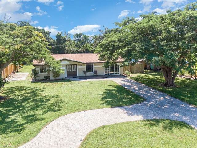 924 Entrada Drive S, Fort Myers, FL 33919 (#220065134) :: The Dellatorè Real Estate Group