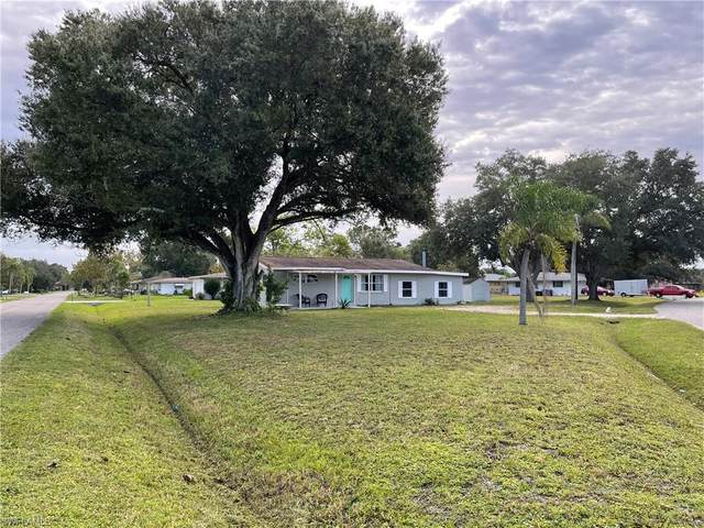 2741 Lakeview Drive, Fort Myers, FL 33905 (#220065523) :: The Michelle Thomas Team