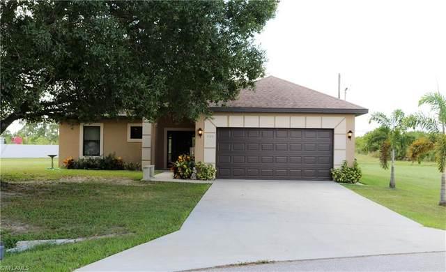 1126 Rushmore Avenue N, Lehigh Acres, FL 33936 (MLS #220066614) :: Kris Asquith's Diamond Coastal Group
