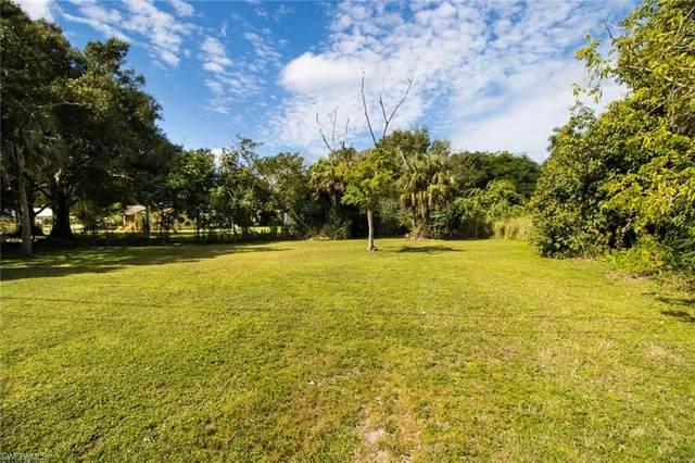 418 New York Drive, Fort Myers, FL 33905 (#220068227) :: The Dellatorè Real Estate Group