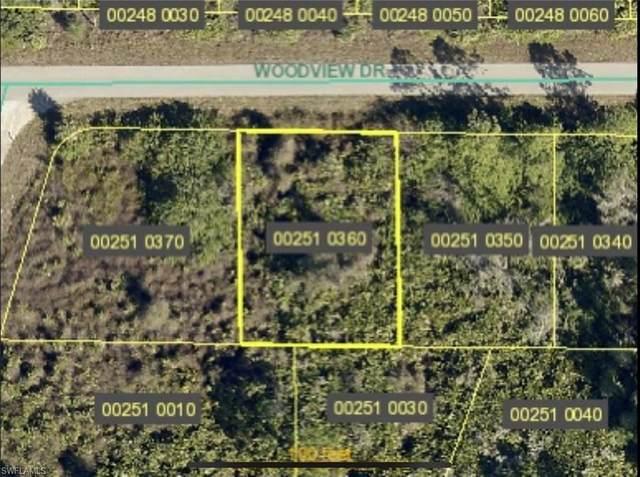 577 Woodview Drive, Lehigh Acres, FL 33972 (#220072126) :: The Dellatorè Real Estate Group