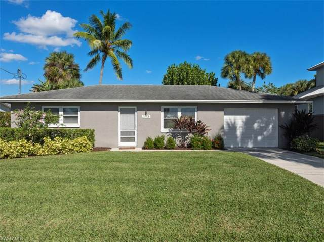 3179 Lakeview Drive, Naples, FL 34112 (MLS #220076200) :: Clausen Properties, Inc.