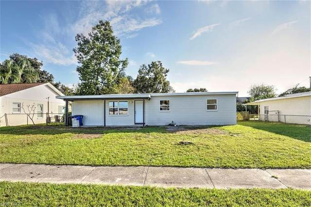 945 Poinsettia Drive, North Fort Myers, FL 33903 (MLS #220076238) :: Domain Realty