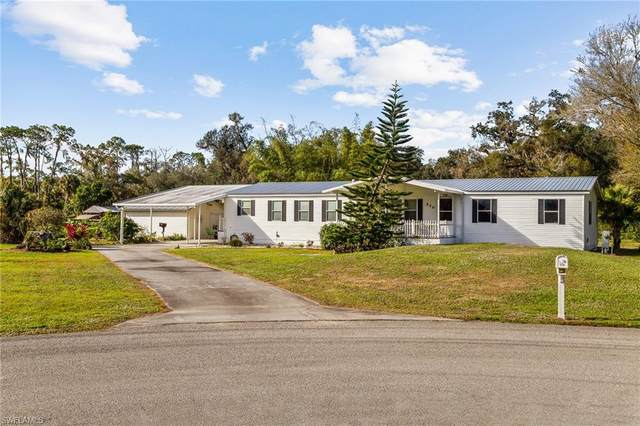 570 Brittany Lane, Labelle, FL 33935 (MLS #221001003) :: Kris Asquith's Diamond Coastal Group