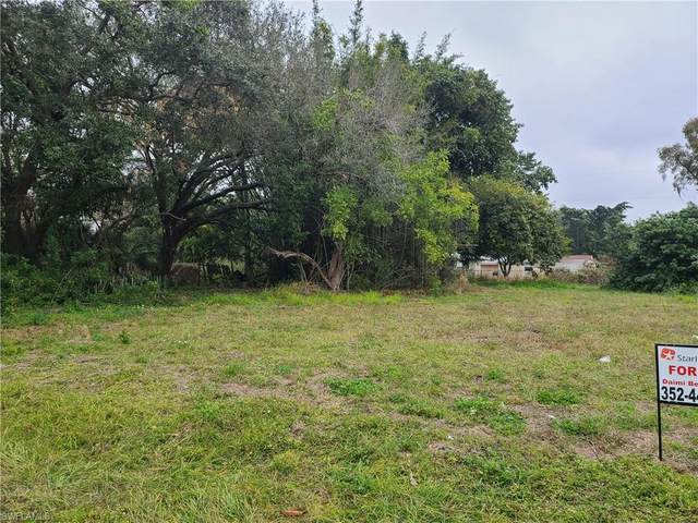 335 Fairfax Drive, Fort Myers, FL 33905 (MLS #221002884) :: RE/MAX Realty Group