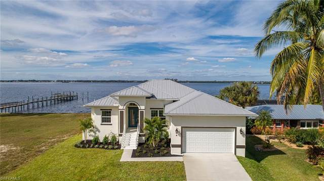 4 Live Oak Lane, Fort Myers, FL 33905 (MLS #221003320) :: Dalton Wade Real Estate Group