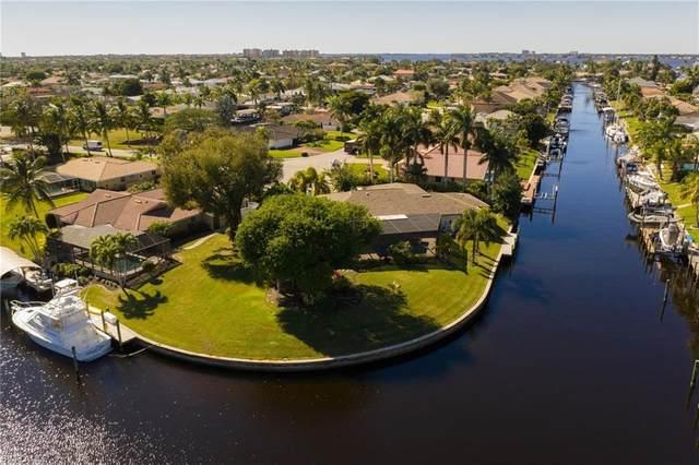 1069 Bal Isle Drive, Fort Myers, FL 33919 (MLS #221006658) :: BonitaFLProperties