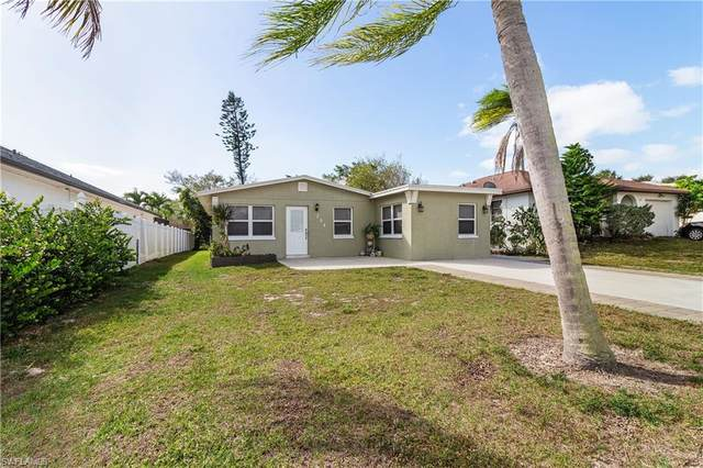 794 107th Avenue N, Naples, FL 34108 (MLS #221008792) :: The Naples Beach And Homes Team/MVP Realty