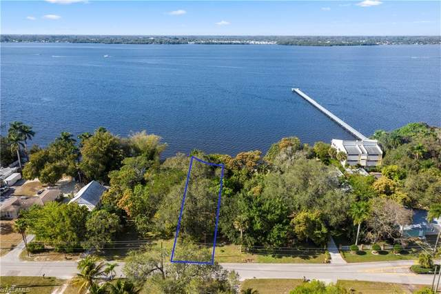 E Riverside Drive, Fort Myers, FL 33916 (MLS #221010951) :: Clausen Properties, Inc.