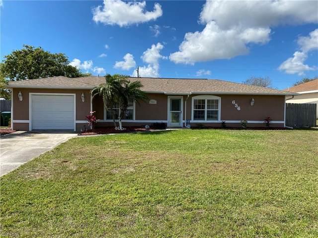 636 NE 1st Avenue, Cape Coral, FL 33909 (MLS #221014664) :: Domain Realty