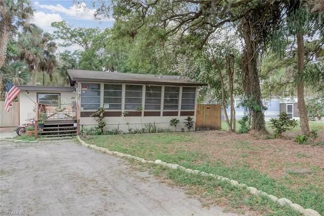 214 Labelle Avenue, Fort Myers, FL 33905 (MLS #221015925) :: BonitaFLProperties