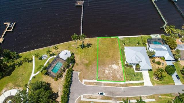 6 Live Oak Lane, Fort Myers, FL 33905 (MLS #221026260) :: Tom Sells More SWFL | MVP Realty