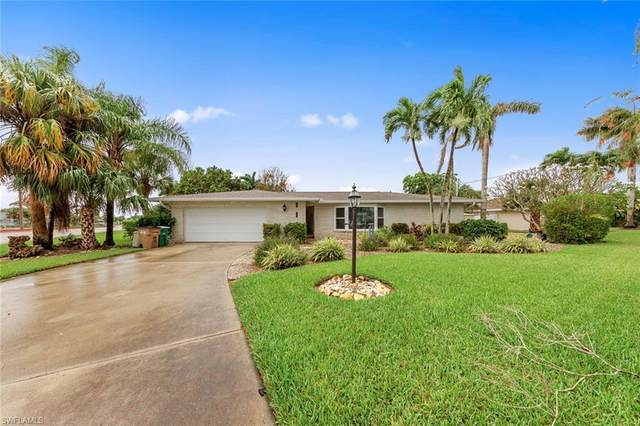 803 Montclaire Court, Cape Coral, FL 33904 (#221029535) :: Caine Luxury Team