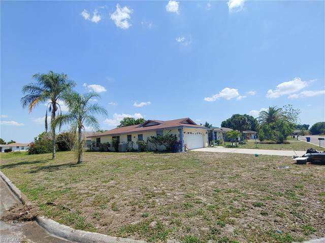 111 Airview Avenue, Lehigh Acres, FL 33936 (MLS #221033181) :: Clausen Properties, Inc.