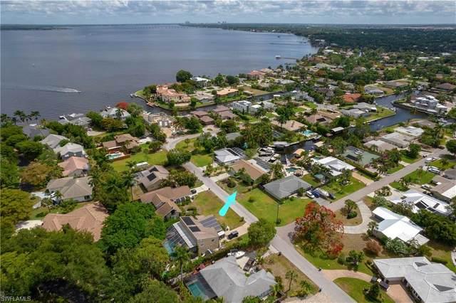 333 Prather Drive, Fort Myers, FL 33919 (#221040574) :: The Dellatorè Real Estate Group