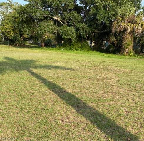 3024 Dr Martin Luther King Jr Boulevard, Fort Myers, FL 33916 (MLS #221041394) :: Clausen Properties, Inc.