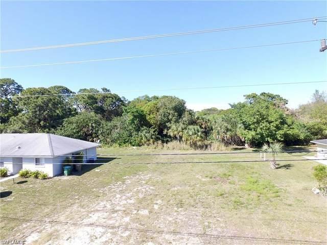 2233 NE 6th Street, Cape Coral, FL 33909 (#221042532) :: The Dellatorè Real Estate Group