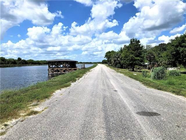 2485 Riverside Drive SW, Moore Haven, FL 33471 (MLS #221043552) :: Realty World J. Pavich Real Estate