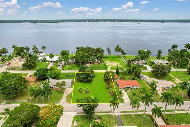 3937 Edgewood Avenue, Fort Myers, FL 33916 (MLS #221047597) :: The Naples Beach And Homes Team/MVP Realty