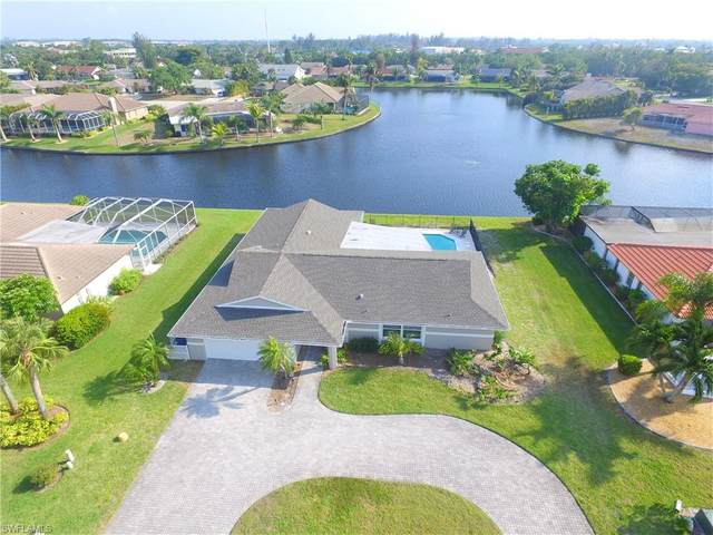 922 S Town And River Drive, Fort Myers, FL 33919 (MLS #221052380) :: Realty One Group Connections