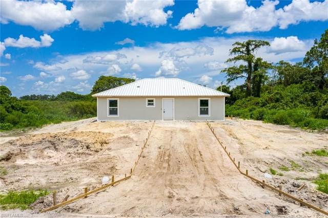 7085 Brazil Circle, Labelle, FL 33935 (MLS #221054508) :: The Naples Beach And Homes Team/MVP Realty