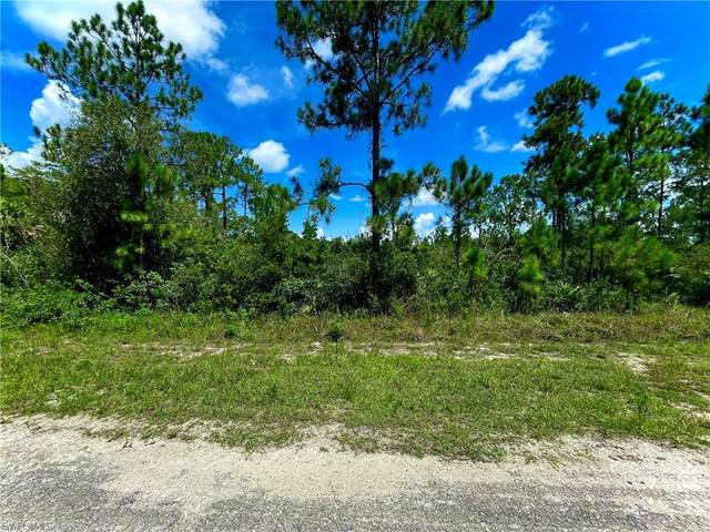 422 Lakeridge Boulevard, Lehigh Acres, FL 33972 (MLS #221056159) :: Florida Homestar Team