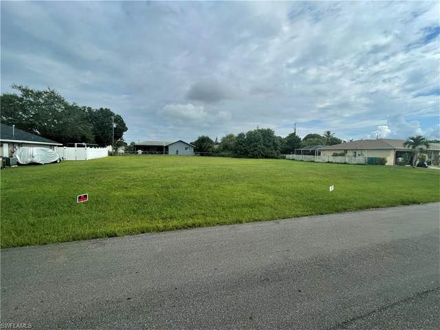 907 SE 18th Street, Cape Coral, FL 33990 (MLS #221066752) :: RE/MAX Realty Team