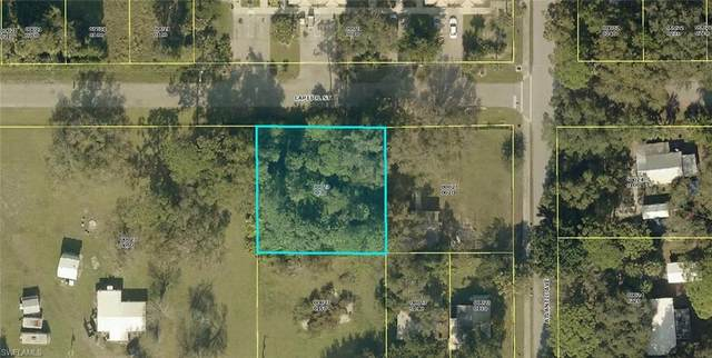 431 Capitol Street, North Fort Myers, FL 33903 (MLS #221067265) :: #1 Real Estate Services