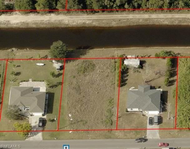 820 Woodridge Circle, Fort Myers, FL 33913 (MLS #221067454) :: Team Swanbeck