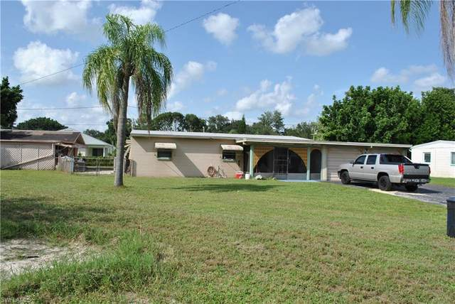 957 Lakeview Drive, North Fort Myers, FL 33903 (MLS #221073720) :: #1 Real Estate Services