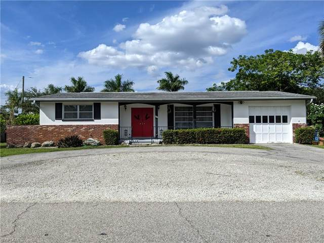 823 Lake Mcgregor Drive, Fort Myers, FL 33919 (MLS #221074095) :: The Naples Beach And Homes Team/MVP Realty