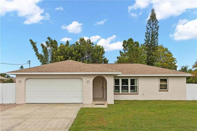 1127 SE 19th Street, Cape Coral, FL 33990 (MLS #221075460) :: The Naples Beach And Homes Team/MVP Realty